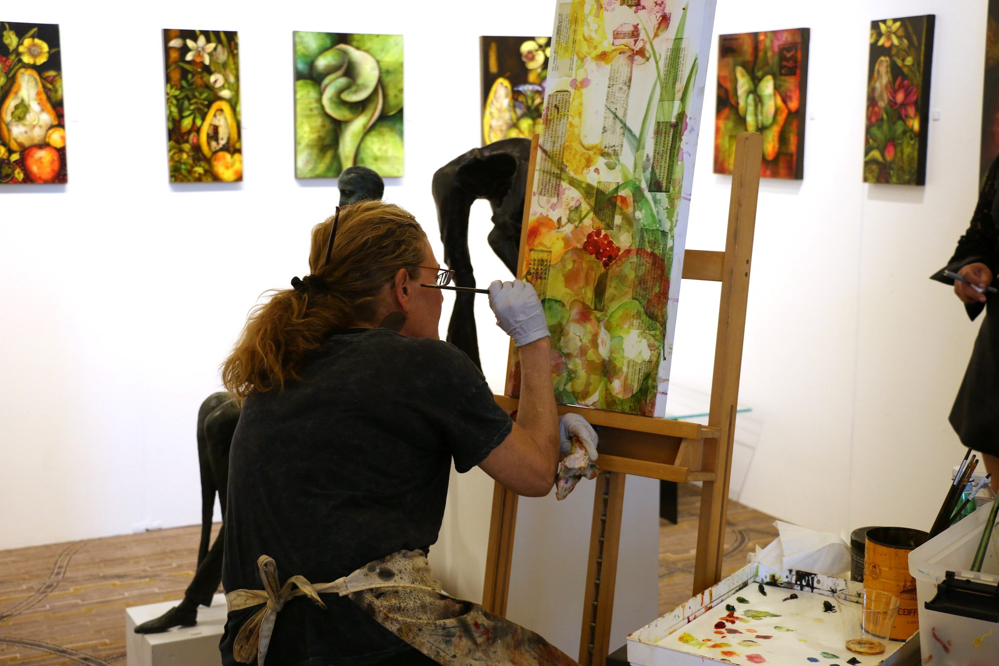 Live art demonstration by Ansley Pye of Contemporary Art Projects USA